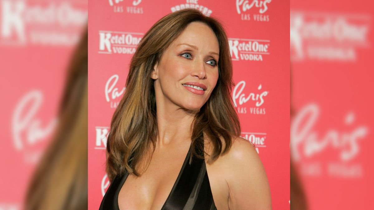 """FILE - Actor Tanya Roberts poses for photos at the grand opening of the musical comedy """"The..."""