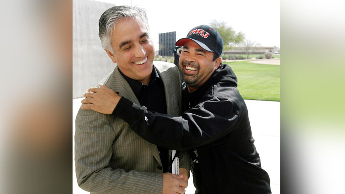 In this Saturday, Feb. 16, 2008, file photo, Chicago White Sox manager Ozzie Guillen, right,...
