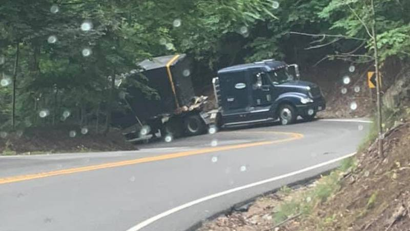 Big rig stuck on Route 116 in Roanoke County
