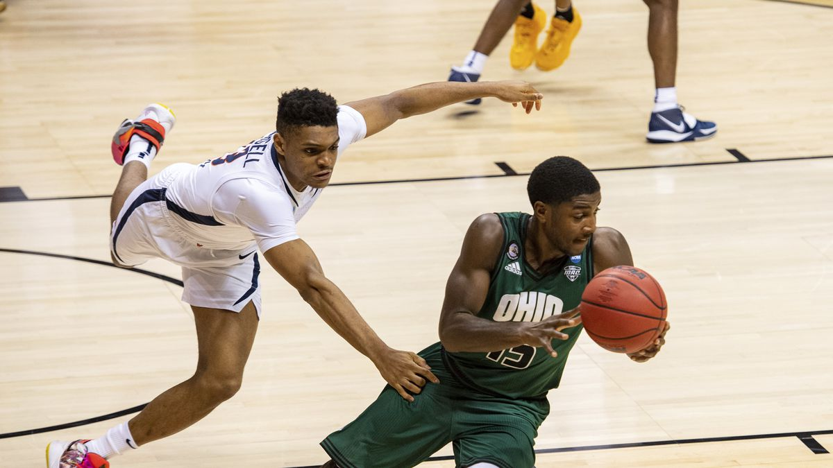 Ohio guard Lunden McDay (15) eludes Virginia guard Casey Morsell (13) in the final seconds of...