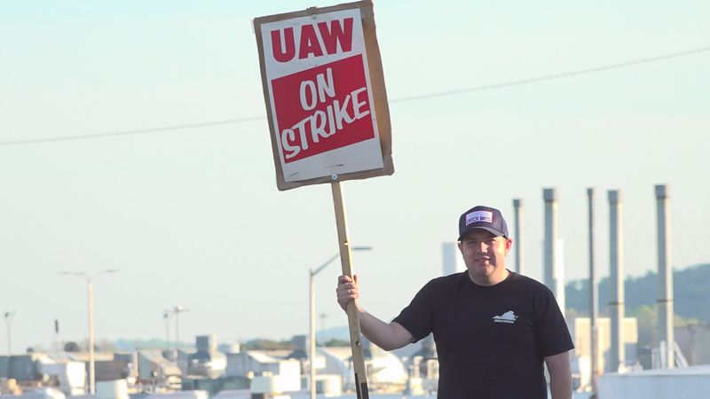 This is now the third strike of this magnitude with about 2,900 union workers taking turns...