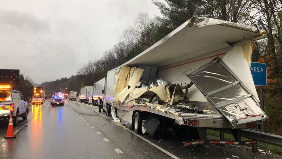 A tractor trailer crash on I-81 in Botetourt County is causing major delays.