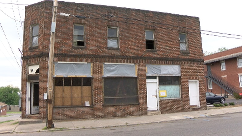 Murray's closed in the 60's and has stayed vacant for decades.
