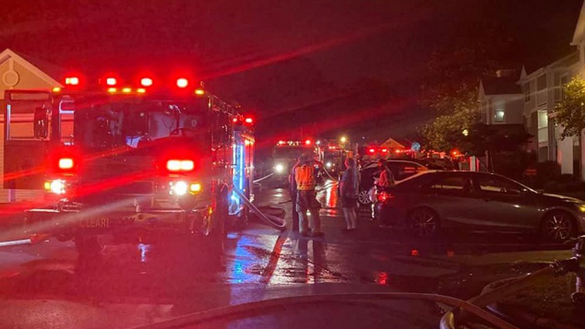 Fire at Sunscape Apartments in Roanoke County