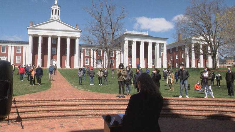 Students and faculty gather at Washington and Lee University to protest.