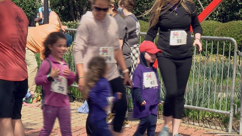 Families take part in the Carilion Children's Family 1 Miler.