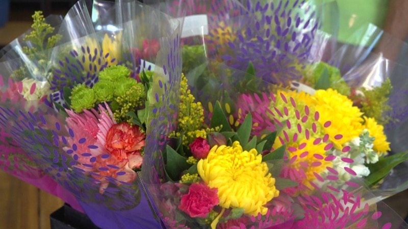 The national event gives flowers to thousands across the country